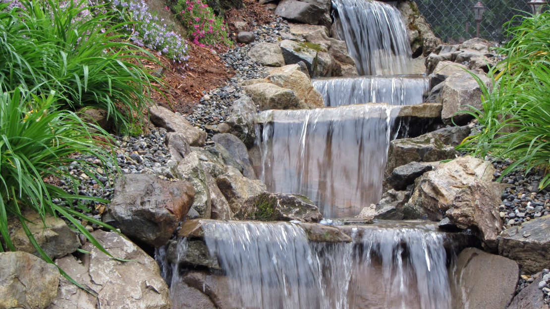 Pondless waterfalls aquaterra earthscapes llc for Design of pondless waterfalls